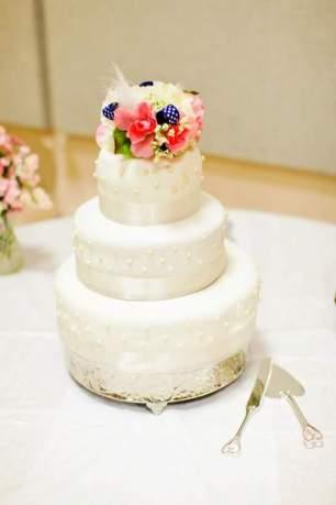 WeddingCakeLight