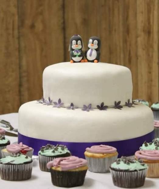 WeddingcakePenguins2.jpg